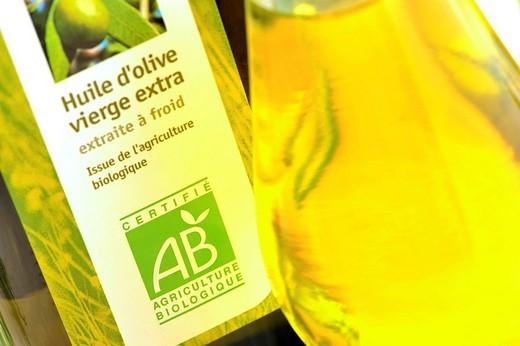 Stock Photo: 824-66365 OLIVE OIL. Organic olive oil.