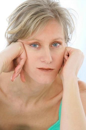 Stock Photo: 824-66608 WEARY WOMAN. WEARY WOMAN Model.