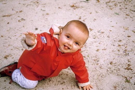 Stock Photo: 824-69459 INFANT OUTDOORS. INFANT OUTDOORS Model.