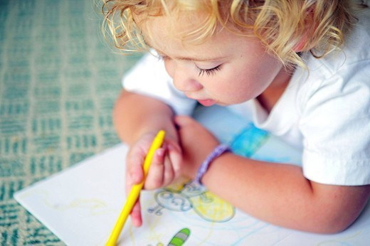 Stock Photo: 824-69474 CHILD DRAWING. Worldwide distribution except for South Africa