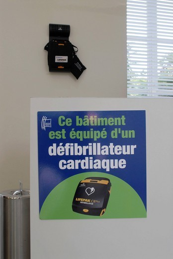 Stock Photo: 824-69567 AUTOMATED EXTERNAL DEFIBRILLATOR. Automated external defibrillator town hall, Issy_les_Moulineaux. The automated defibrillator enables the cardiopulmonary resuscitation during an infarction. Its simplicity of use and its automatization analysis of the heart beat, delivery of an electr