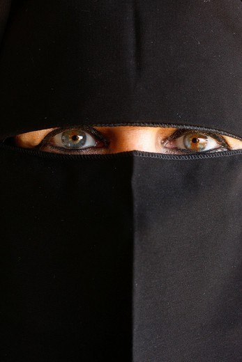 Stock Photo: 824-69599 MUSLIM WOMAN. Muslim woman wearing an abaya. United Arab Emirates.