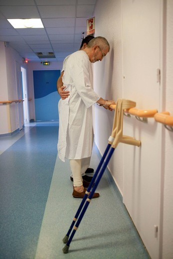 Stock Photo: 824-72708 REHABILITATION, ELDERLY PERSON. Photo essay from La Croix Saint_Simon Hospital, Paris, France. Department of orthopedics. Exercises with the physical therapist after the placement of a total hip replacement.