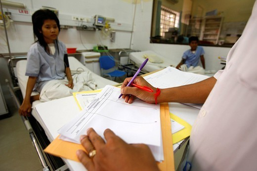 HUMANITARIAN MEDICINE. Cardiac surgery in Cambodia, Phnom Penh. Intensive care. : Stock Photo