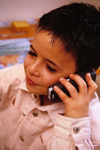 Stock Photo: 824-88838 CHILD TELEPHONING. CHILD TELEPHONING Model.