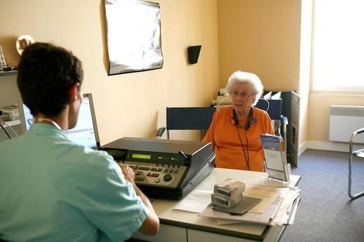AUDIOMETRY, ELDERLY PERSON. AUDIOMETRY, ELDERLY PERSON Otorhinolaryngologist. : Stock Photo