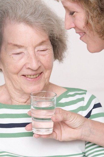 Stock Photo: 824-94613 THIRSTY ELDERLY PERSON