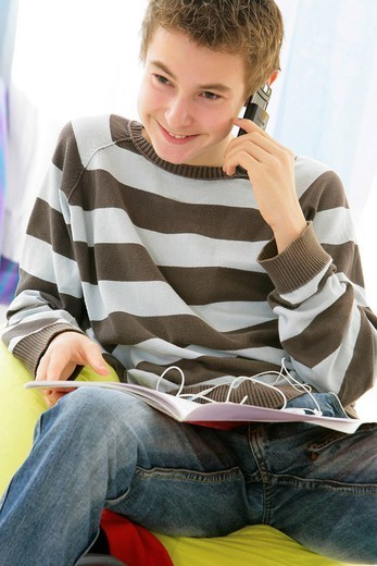 Stock Photo: 824-96260 ADOLESCENT, PHONE. ADOLESCENT PHONE Model.