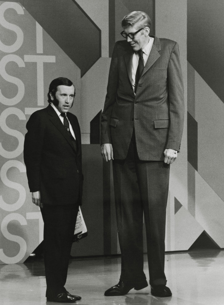 "David Frost appearing with Don Koehler (World's Tallest Man) on ""David Frost Presents the Guinness Book of World Records"", October 1973 : Stock Photo"